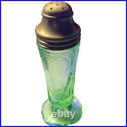 FEDERAL GLASS MADRID Vintage Antique green depression glass salt pepper shakers